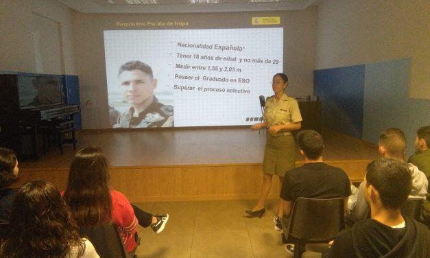 El Ejército de Tierra orienta sobre la profesión militar a los alumnos de 4º de ESO y Bachillerato