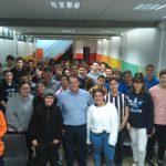 Mariano Gambín pasea con los alumnos de 4º de ESO y Bachillerato por su novela