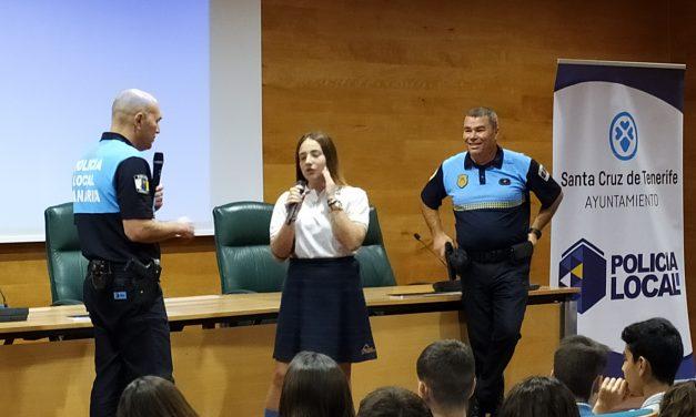 Especial Carnaval 2020: «Carnaval, seguridad y Rock & Roll» ofrece la Policía Local a los alumnos de 3º y 4º de ESO, 1º y 2º de Bachillerato en la charla celebrada en Cajasiete