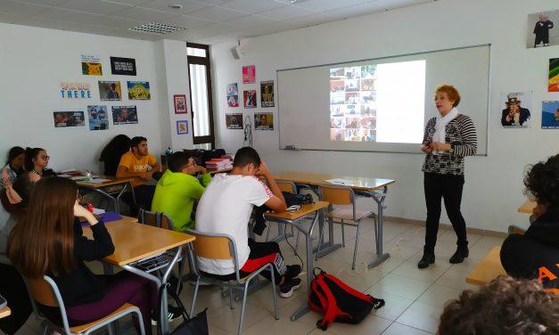 La Escuela Universitaria de Turismo Iriarte, informando sobre el futuro en el sector servicio
