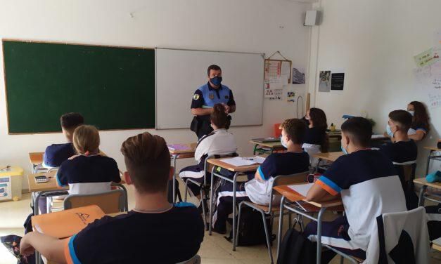 La Policía Local nos habla de la COVID-19, la asignatura más importante de este Curso