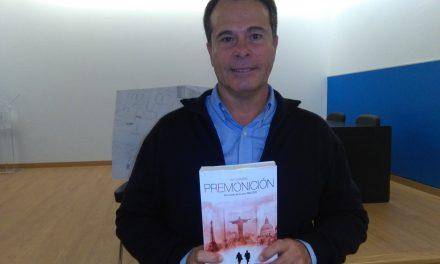 El novelista Mariano Gambín, «El Dan Brown Tinerfeño», descubre los entresijos de su obra a 4º ESO