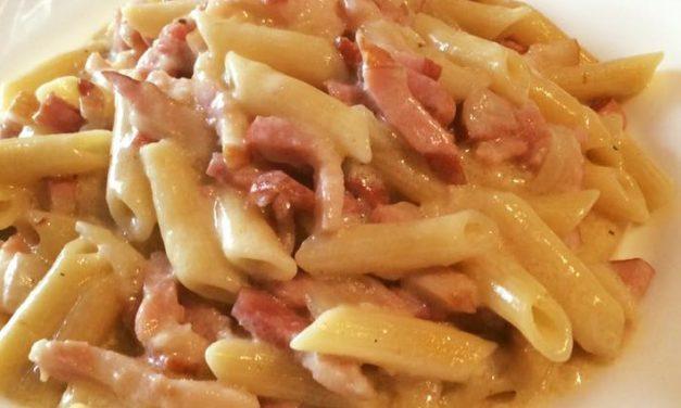 Macarrones a la Carbonara, un plato exquisito y fácil