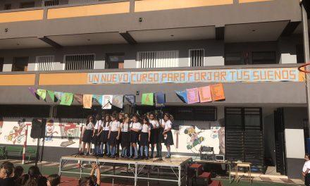 ¡Bienvenidos al Cole!: Bajo el lema «Un nuevo curso para forjar tus sueños», el Colegio Virgen del Mar ha recibido a sus alumnos con un motivador acto de inauguración